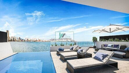 Apartment with sea views in the first line of the beach in Benidorm. Residential complex of 8 homes on the seafront in Benidorm. New construction.