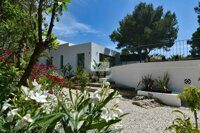 Villa with mountain views in Calpe. Located in a quiet urbanization 1.7 km from the beach of La Fustera