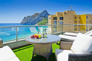 Penthouse - Duplex in the first line of the beach with open sea and the Peñon de Ifach in Calpe.