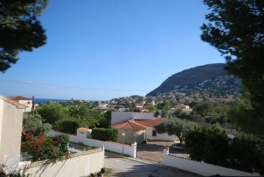 House with sea views and mountain views in Calpe.