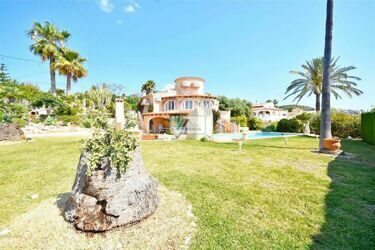 Beautiful villa with large plot, overlooking the sea and Peñon de Ifach, Calpe