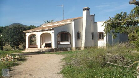 House with open views, on a plot of 2500m2, in Javea,to reform.