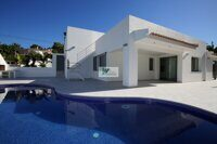 Villa with sea views on the coast of Benissa, just 250 m from the sea. Villa of new construction.