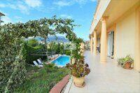 Villa near the sandy beach with a promenade, supermarkets and the center of Calpe.