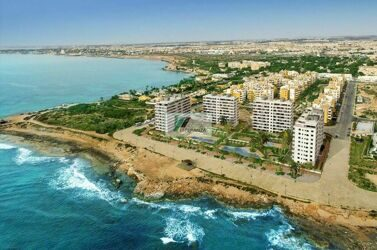 Apartment on first line with panoramic views in the urbanisation Punta prima, Torrevieja.