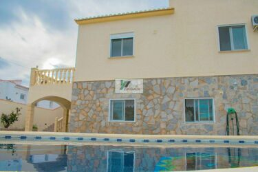 Villa with two independent apartments in Calpe.