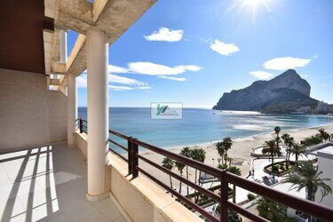 Apartment, duplex with views of the sea and the Rock of Ifach on the seafront in Calpe. Located in a residential building one step to the La Fossa beach