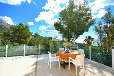 Villa with sea and mountain views in Altea