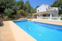Villa in a green area on the coast of Benissa at 1.5 from the sea.