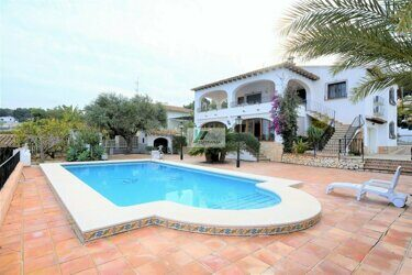 OFFER ! PRICE DROP ! Villa with sea views just 500 meters from the beach on the coast of Benissa.
