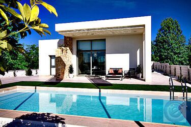 Modern separate-free standing Villa just a few minutes from the sandy beaches of Guardamar del Segura.