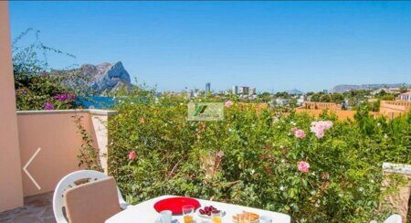 Beautiful house with sea views, less than 300m from the sea and close to the beach in Calpe.