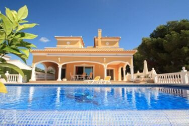 Villa with open views , in Calpe.