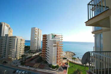 Floor overlooking the sea, one step from the beach in Calpe.