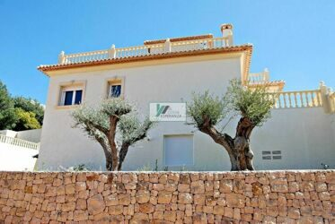 Magnificent Villa with mountain views in Calpe.