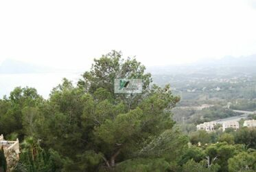 Building plot with magnificent sea views in the urbanization of Altea hills.