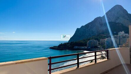 Semiático apartment with sea views in 1st front line in the beach in Calpe.