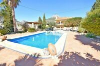 Villa with sea and mountain views in an urbanization 700 m to the beach, in Calpe