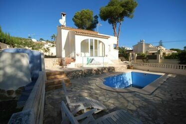 Villa with swimmingpool on one level in a plot of 830 m2 completely renovated.