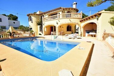Beautiful and sunny villa just 500m to the sea in Calpe.