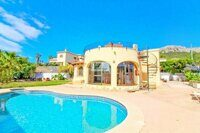 Villa within walking distance of the center of Calpe and the sandy beach.