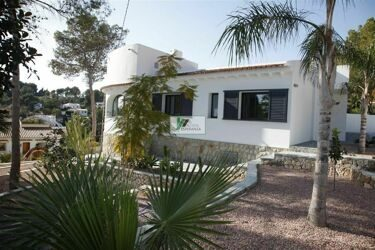 Newly built villa on the coast of Benissa. Located in a green area 2 km from the sea / beach.