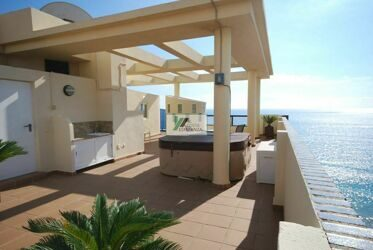 Penthouse on the beach and within walking distance of town Calpe.